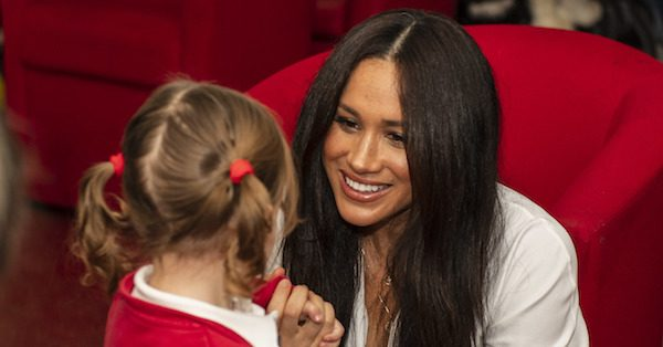 Harry & Meghan visit families of deployed military