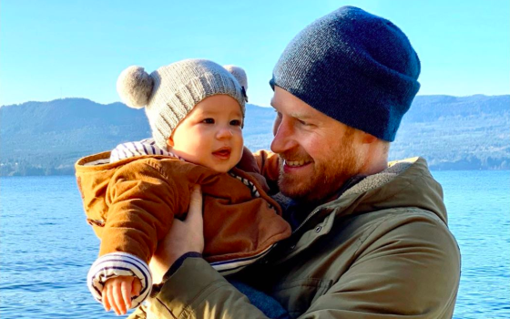 Sussexes release new photo of Harry & Archie